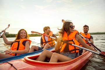 despedida-solteros-solteras-zaragoza-kayak